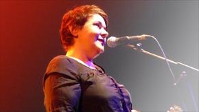 Christiane Rösinger in Hamburg: Einsam, sarkastisch und augenzwinkernd